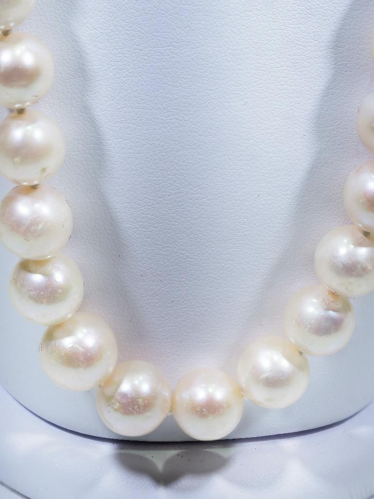 Lot 2 - Fresh Water Pearl Necklace, Retail $600
