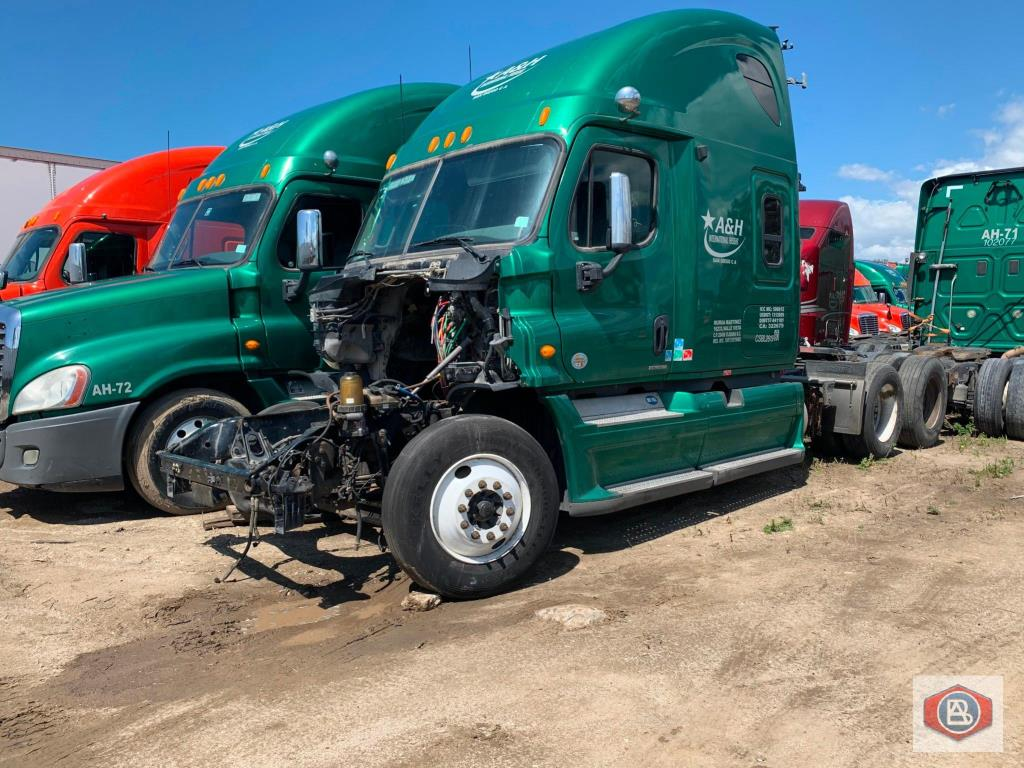 2012 FREIGHTLINER Cascadia- FOR PARTS ONLY - Image 4 of 6