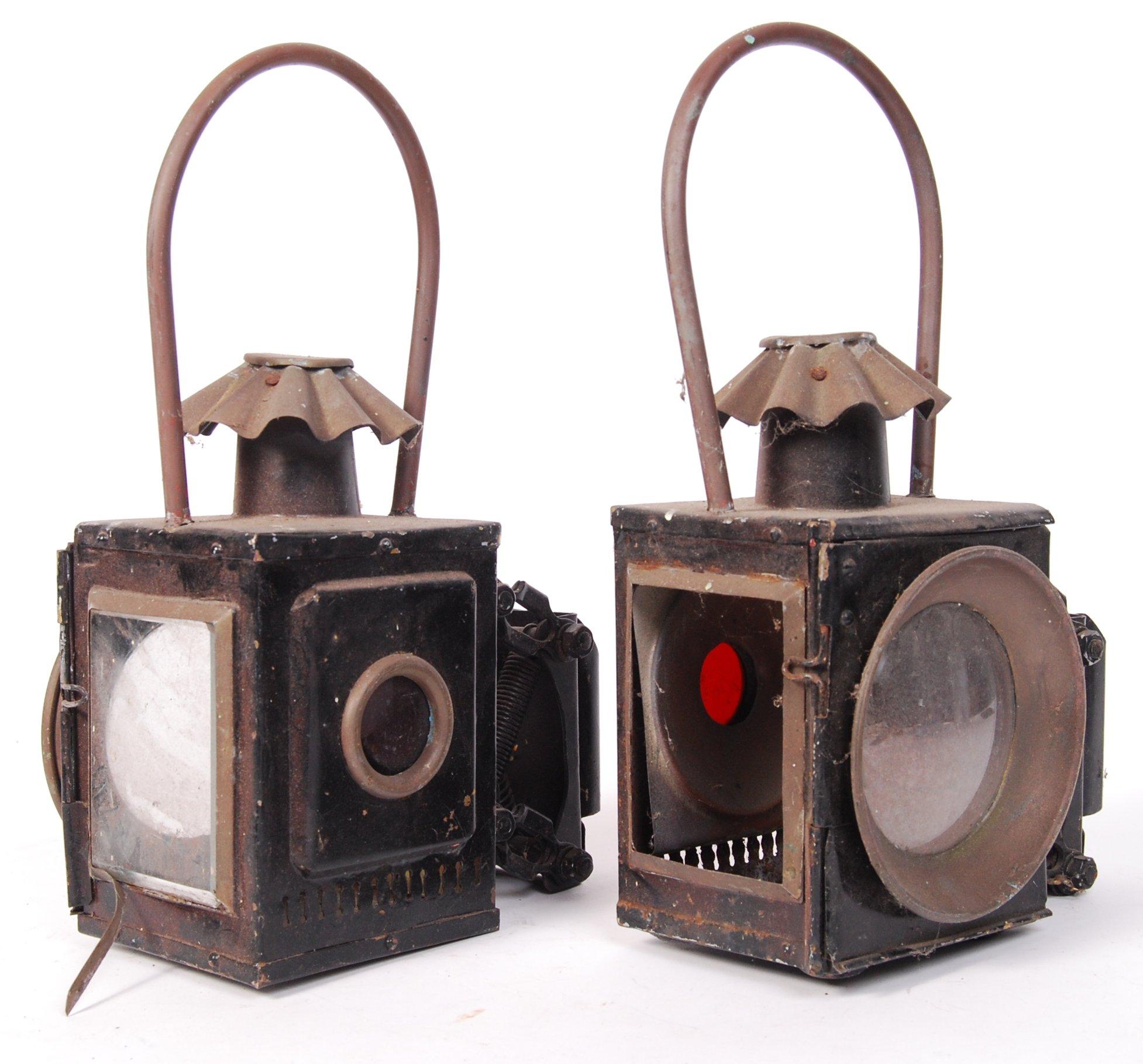 Lot 33 - PAIR OF ANTIQUE / VINTAGE RAILWAY / CARRIAGE LAMPS