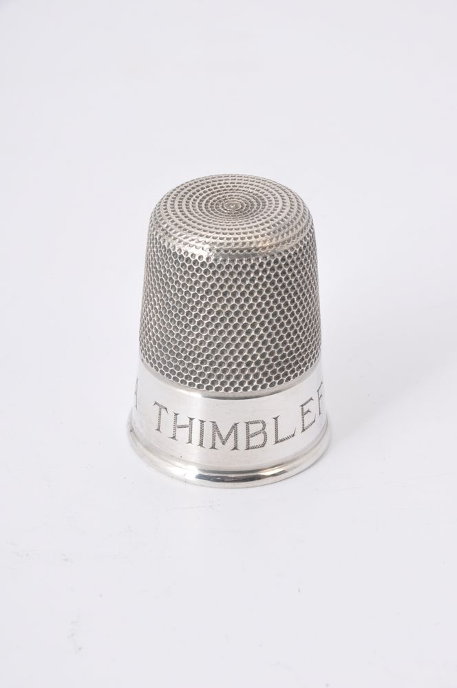 Lot 665 - An Edwardian silver spirit measure fashioned as a thimble by Charles Horner