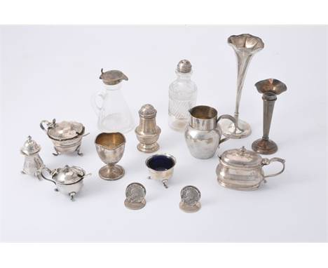 A collection of small silver, including: an Edwardian silver mounted glass whisky noggin by James Deakin & Sons, Sheffield 19