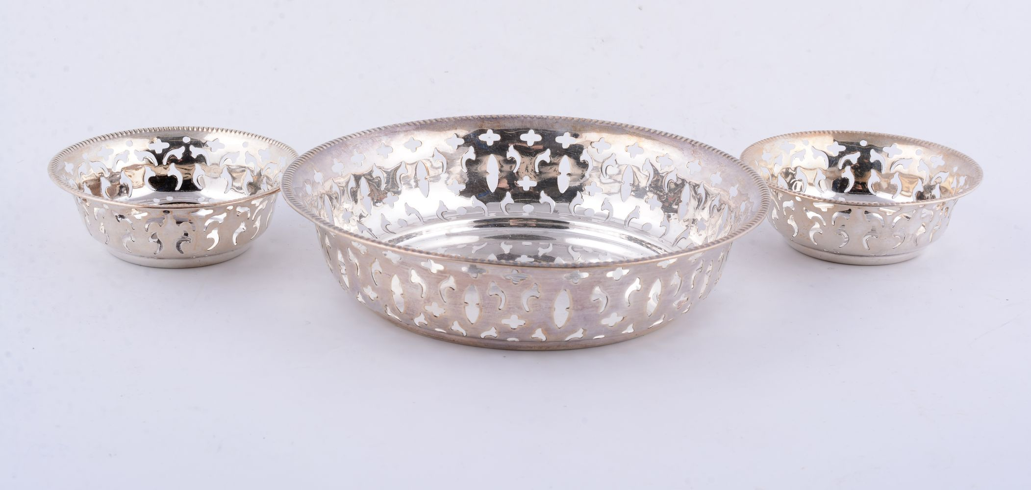 Lot 658 - A graduated set of three Canadian silver circular baskets by Toronto Silver Plate Co.