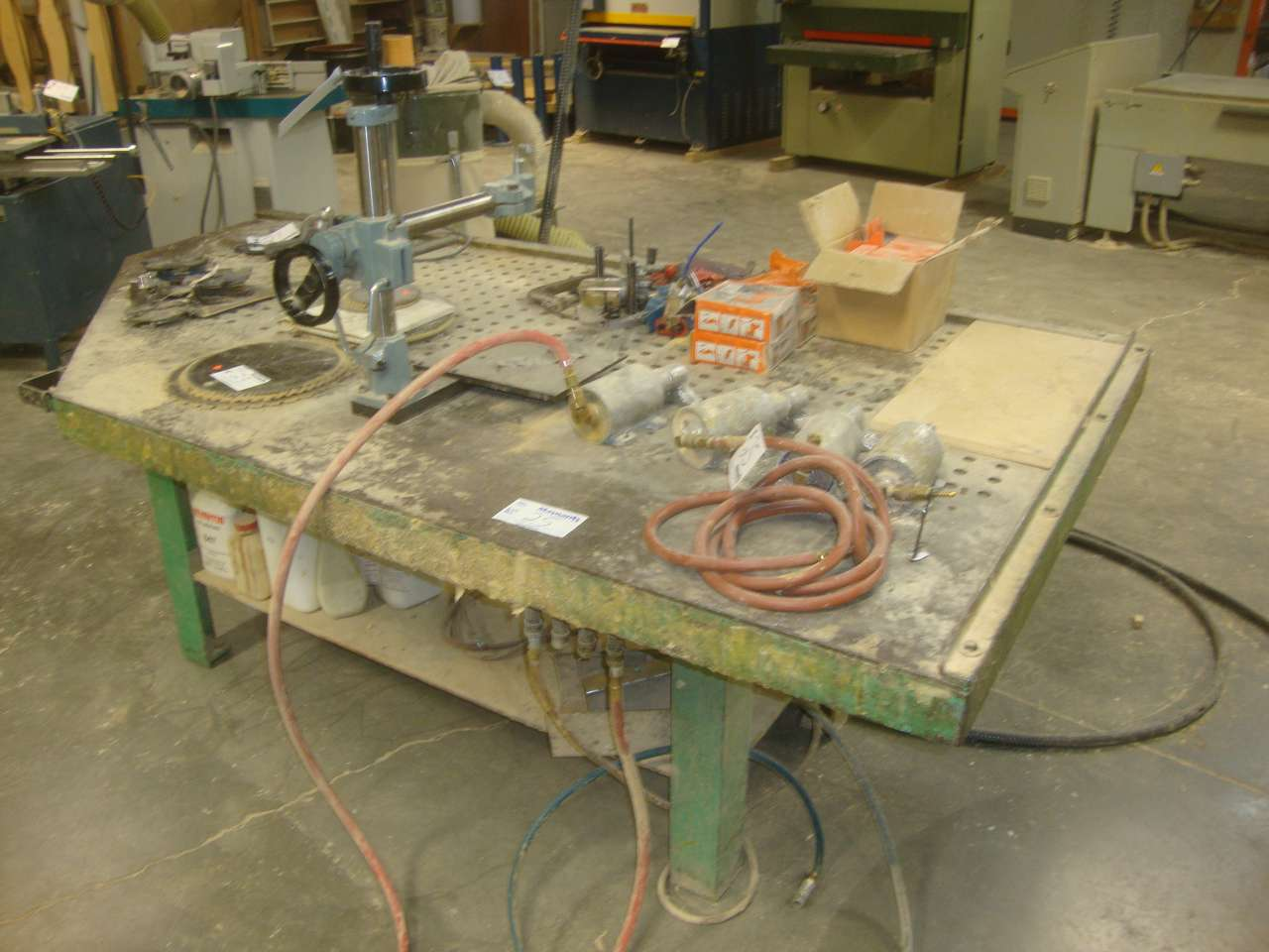 Lot 25 - Clamp table