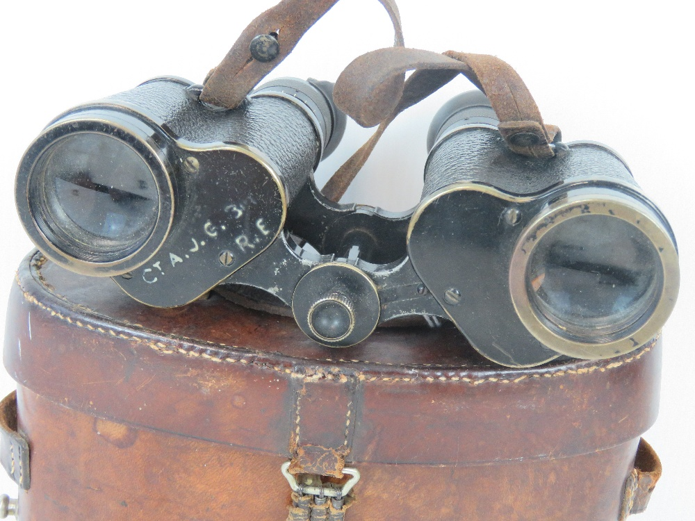 Lot 39 - A pair of WWII German Artillery Officers binoculars made by Carl Zeiss, marked Silvamar 326500 6x,