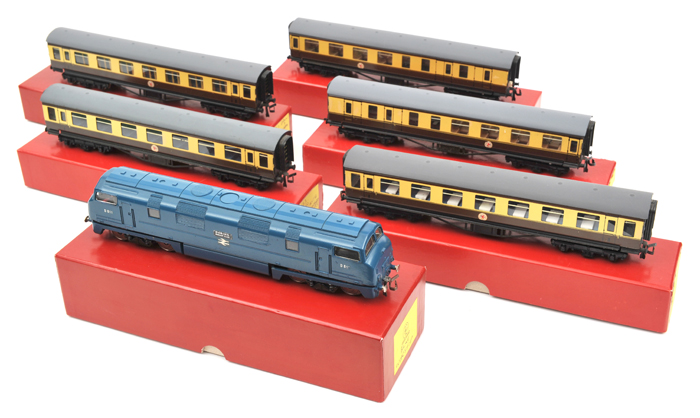 Lot 40 - TRIX OO gauge BR Warship class Bo-Bo diesel hydraulic locomotive 'Daring'. RN D811, in unlined BR
