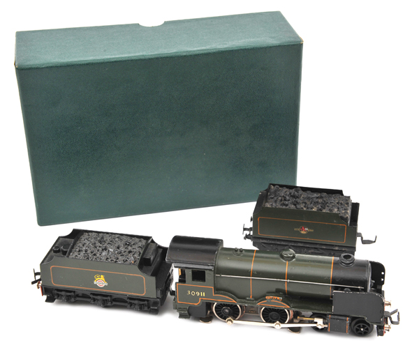 Lot 35 - TRIX OO gauge BR SR Schools Class 4-4-0 tender locomotive 'Dover'.  RN 30911, with 6 wheeled tender,