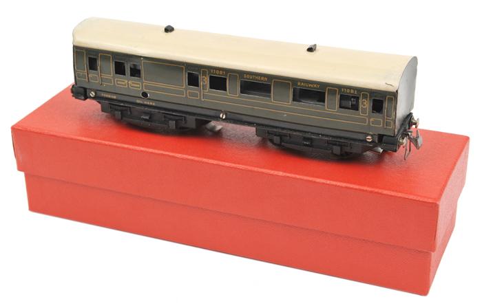 Lot 46 - A rare 1937-1939 TRIX OO gauge SR EMU. A Southern Railway Portsmouth 3rd class driving car RN 11081,