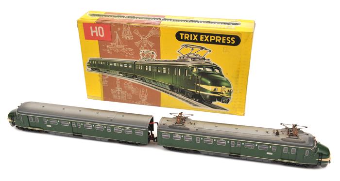 Lot 47 - TRIX HO gauge Dutch Express (2284). Comprising a two car unit, power car with twin pantographs and a