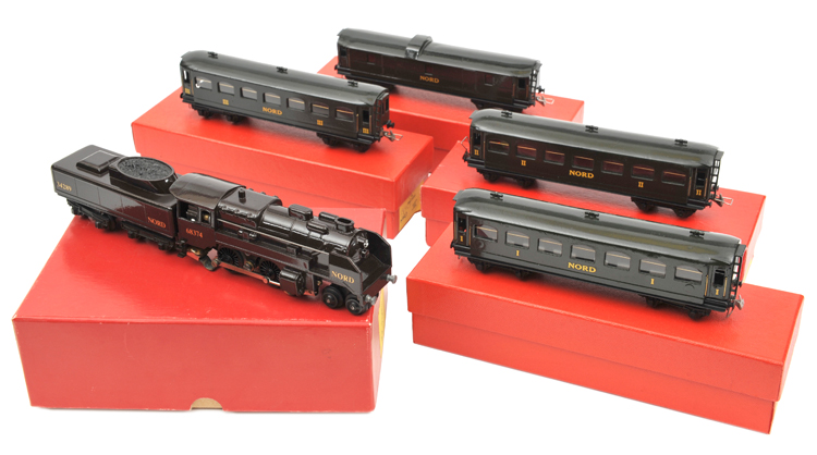 Lot 36 - Continental TRIX HO gauge finely repainted French NORD 4-4-0 tender locomotive. RN 68374 together