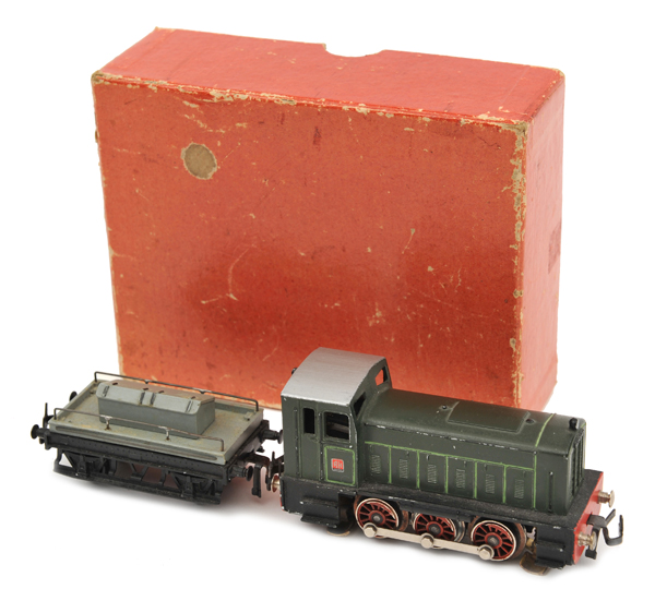 TRIX OO gauge Diesel Shunter Set 244. Comprising a Ruston   0-6-0 diesel shunting locomotive with '