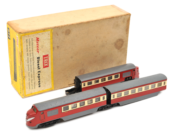 Lot 49 - TRIX HO gauge Meteor Diesel Express (377). Comprising a German style 3-car articulated set, a