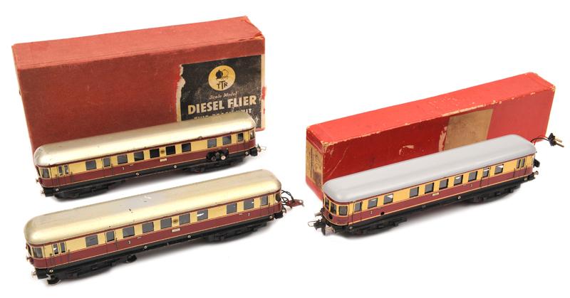 Lot 37 - Continental TRIX HO gauge railway Diesel Flyer (20/58). Comprising a German style two coach unit,