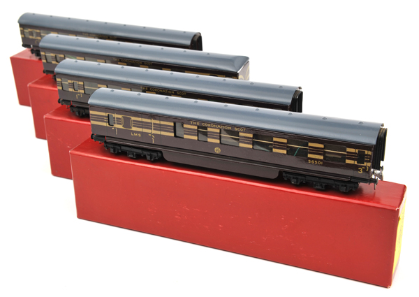 Lot 28 - 4 rare TRIX OO gauge bogie coaches, produced only in 1939. All part of the formation of 'The