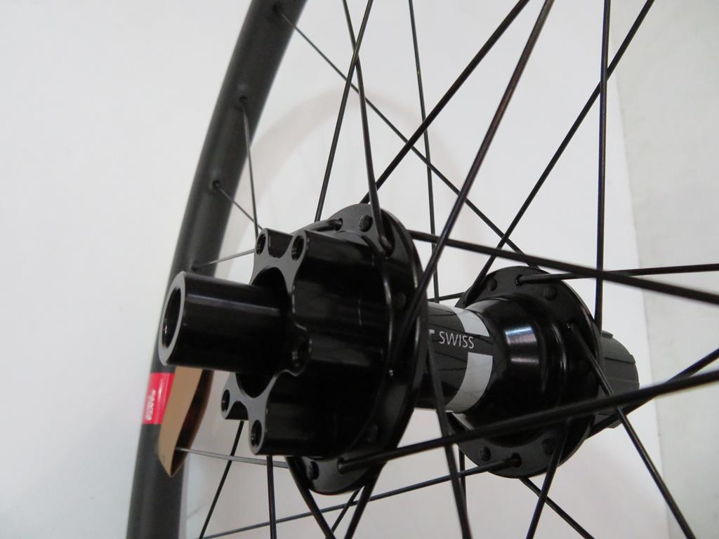 Lot 11 - Santa Cruz Reserve 27 Carbon Wheelset with DT Swiss 350 Hub