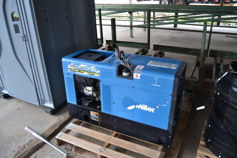 Lot 1 - MILLER BOBCAT 225 PORTABLE WELDER W/20 HP GAS ENGINE; W/193 HOURS 1005 DONATION TO PROJECT FORTIFY