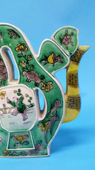Lot 59 - A Chinese Famille Vert decorated unusual shaped te