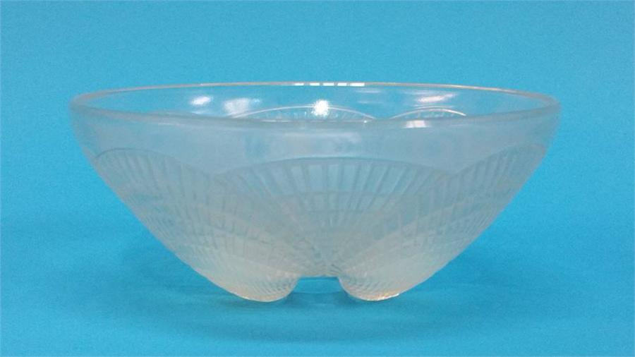 Lot 2 - A Lalique 'Coquille' pattern opalescent glass bowl