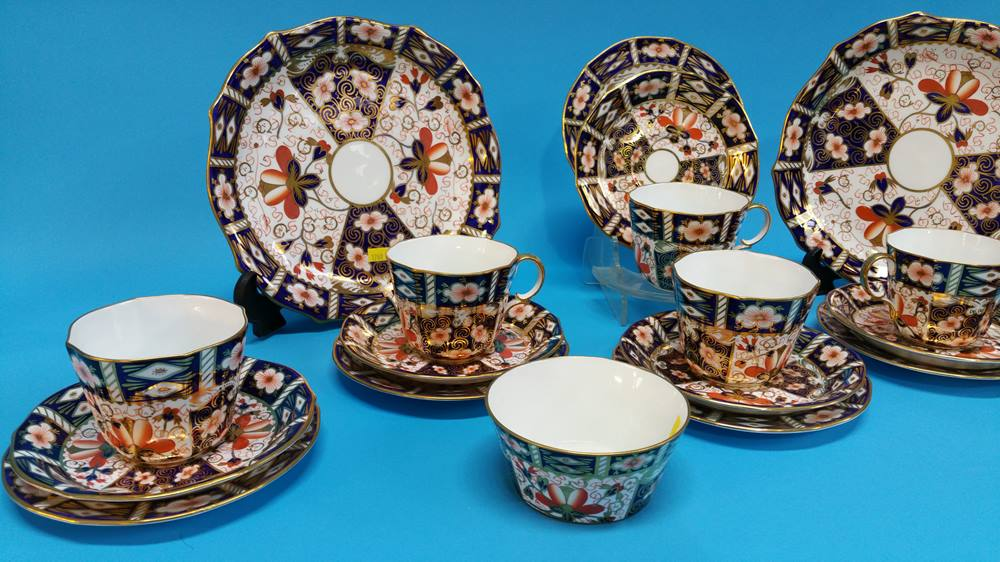 Lot 31 - A Royal Crown Derby tea set, comprising two cake p