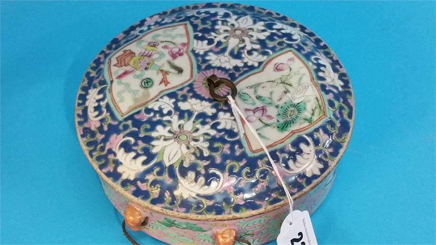 Lot 23 - A Chinese circular lidded rice dish. 18 cm diamete
