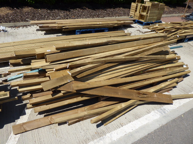 2 small pallets of assorted timber