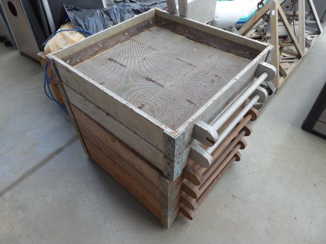 Six Deck sieves,