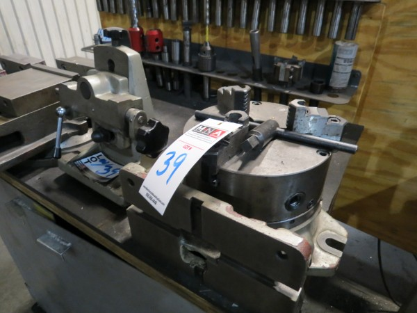 "Lot 39 - 8"" 3 Jaw Chuck Indexer with Tailstock"
