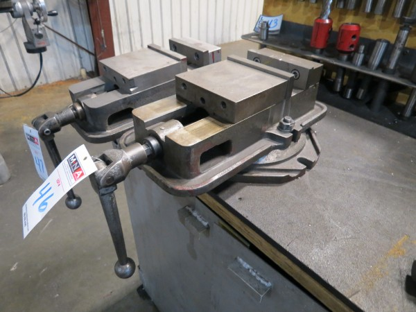 """Lot 46 - 6"""" Auto Well Mill Vise with Swivel Base"""