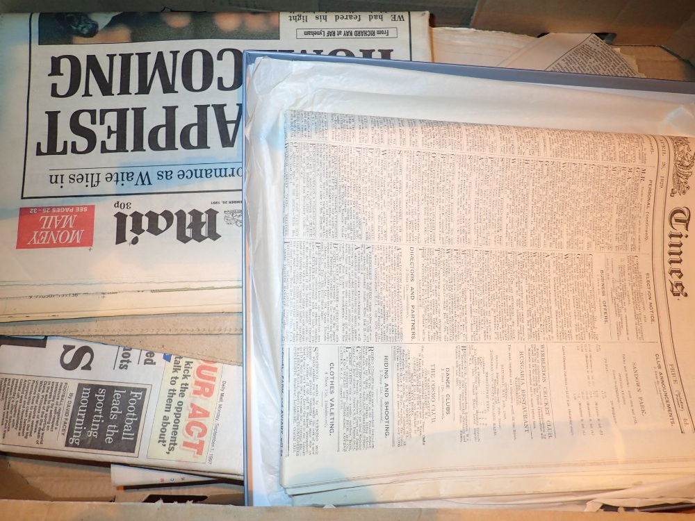 Lot 475 - Box vintage newspapers Dianas death Twin