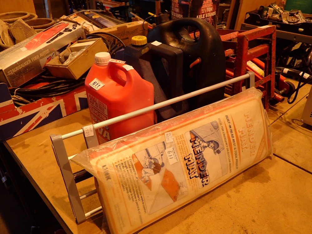 Lot 611 - Mixed lot of garage related items to inc