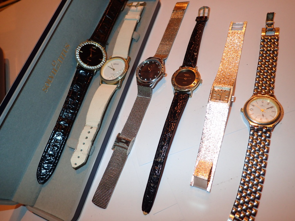Lot 125 - Mixed ladies wristwatches