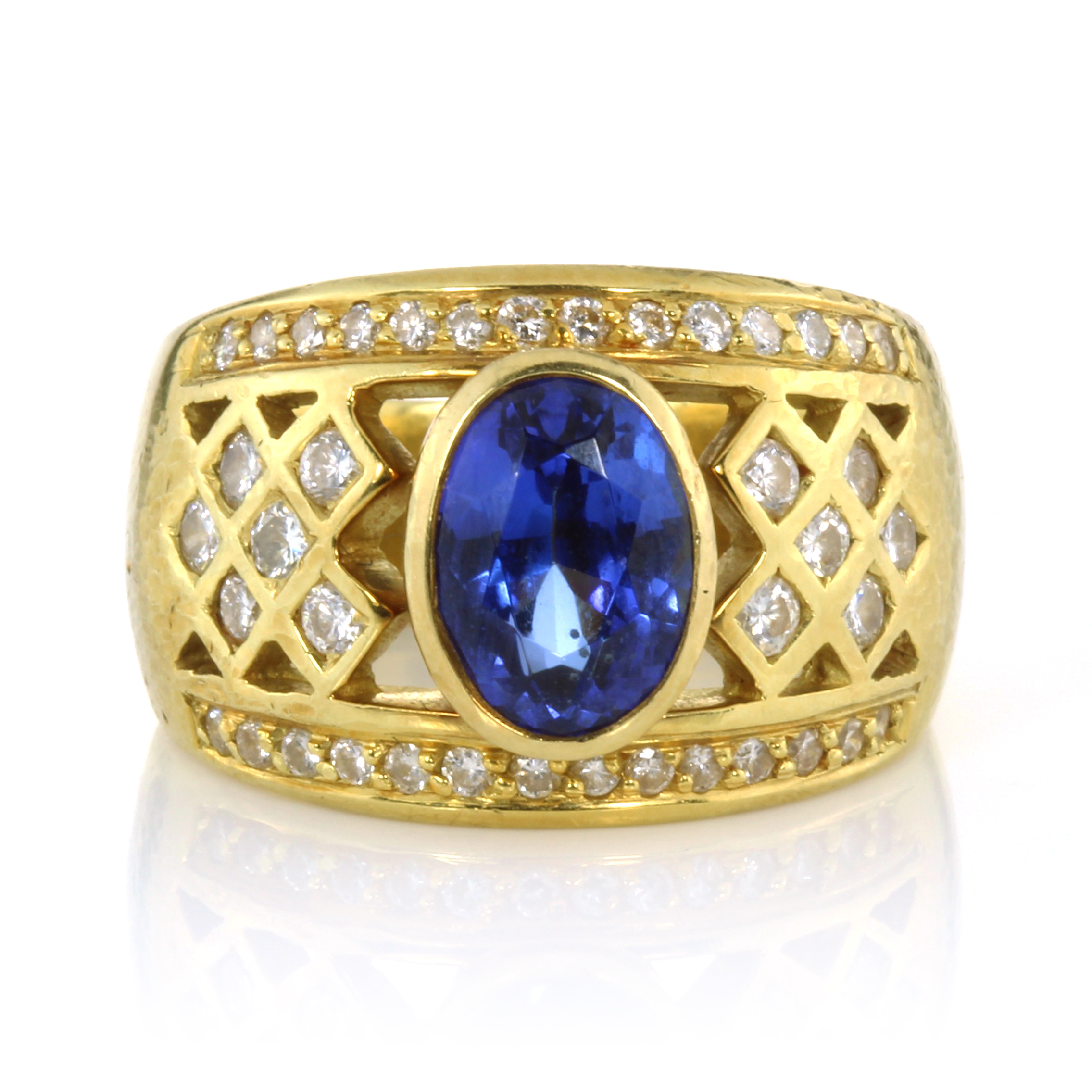 Los 41 - A TANZANITE DRESS RING set with an oval cut tanzanite of 2.61 carats with a jewelled diamond