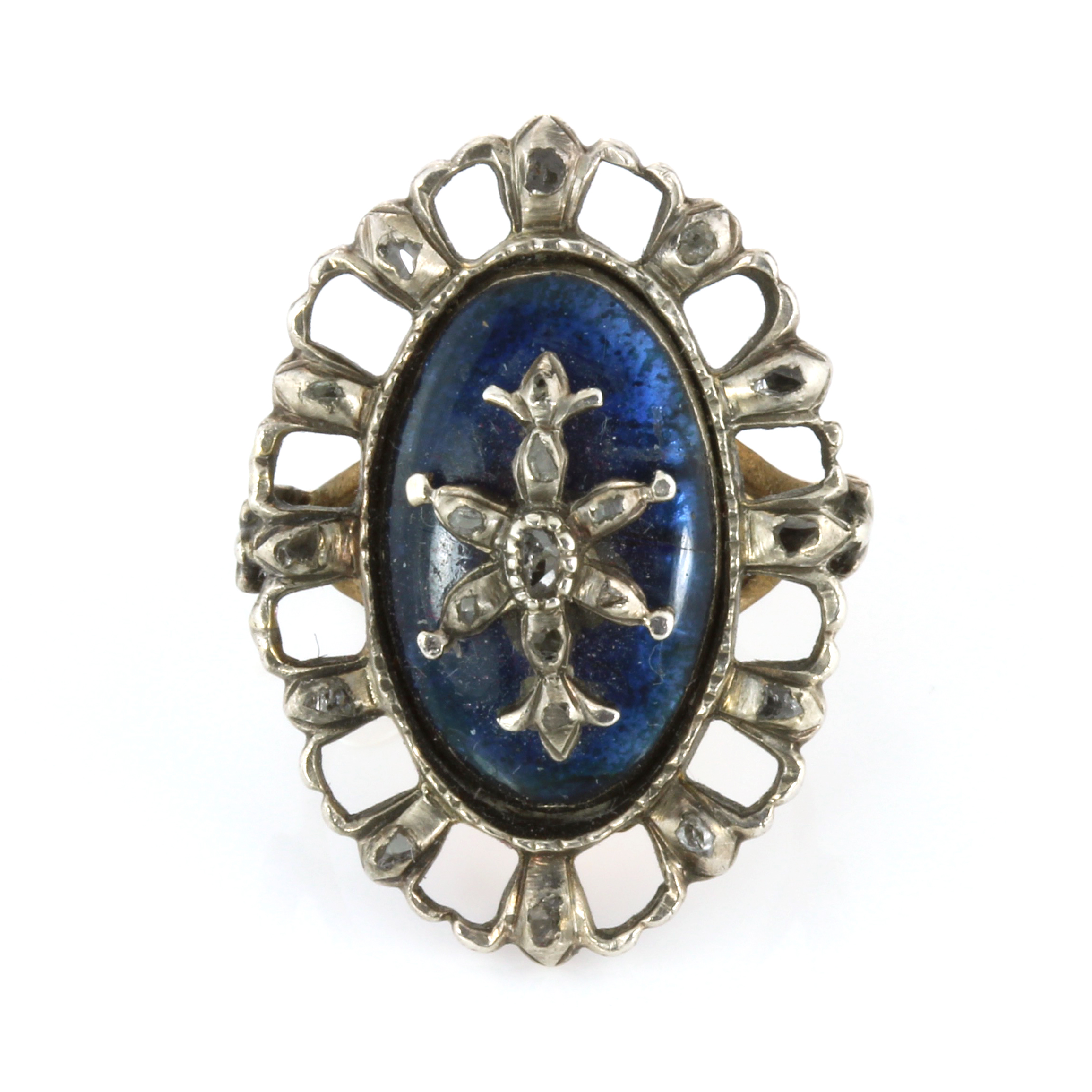 Los 26 - AN ANTIQUE DIAMOND AND BLUE GLASS RING set with a navette French blue glass panel overlaid with a