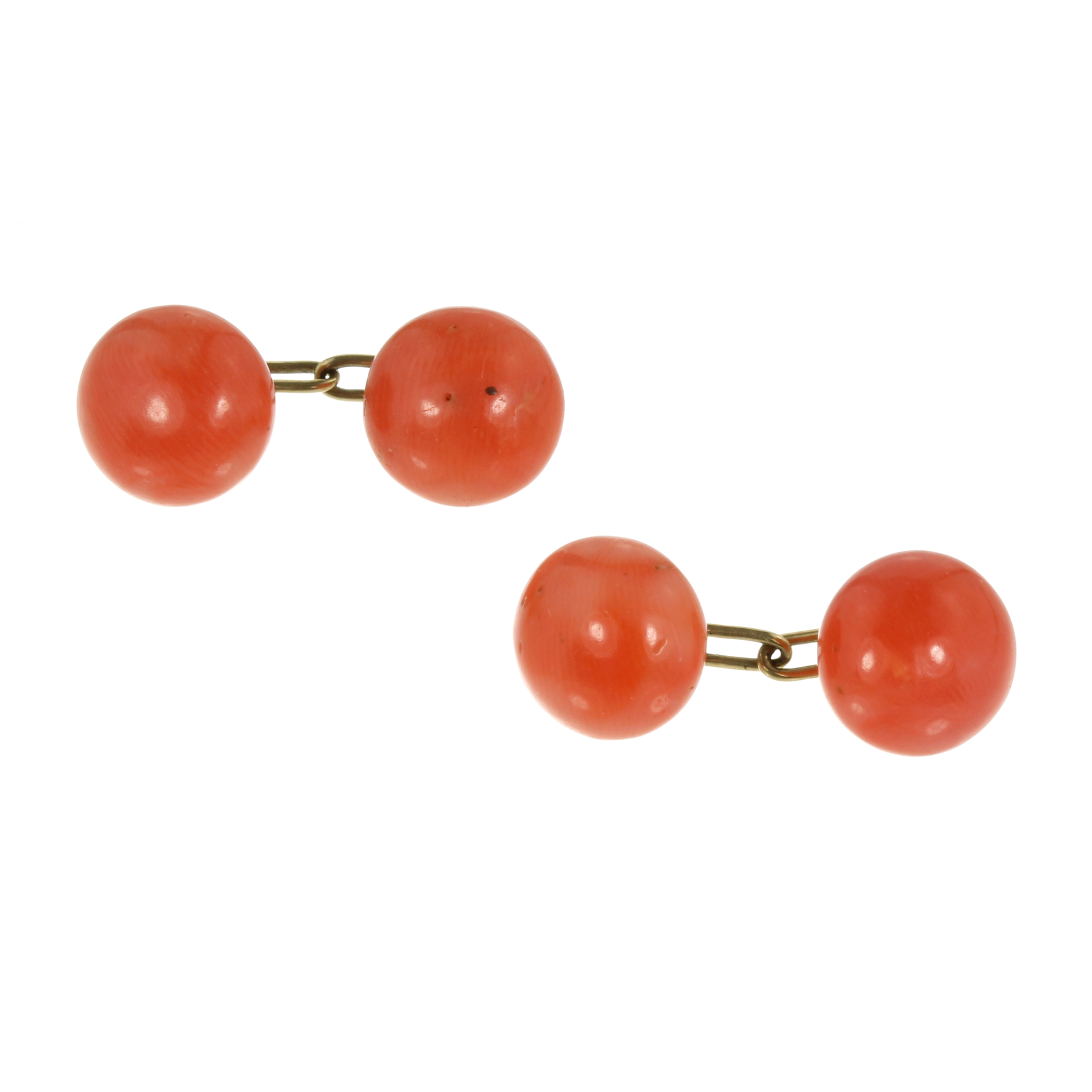 Los 11 - A PAIR OF ANTIQUE CORAL BEAD CUFFLINKS each comprising two polished coral beads of 10-11mm in