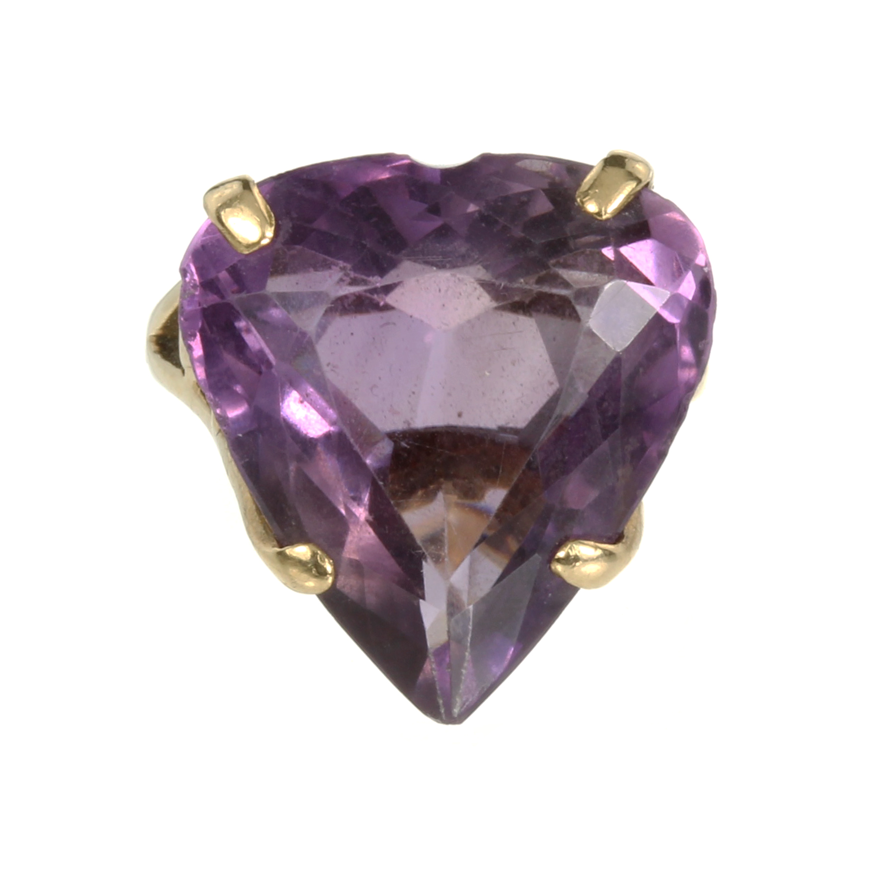 Los 32 - AN AMETHYST HEART DRESS RING set with a large heart cut amethyst in a galleried mount. Ring size