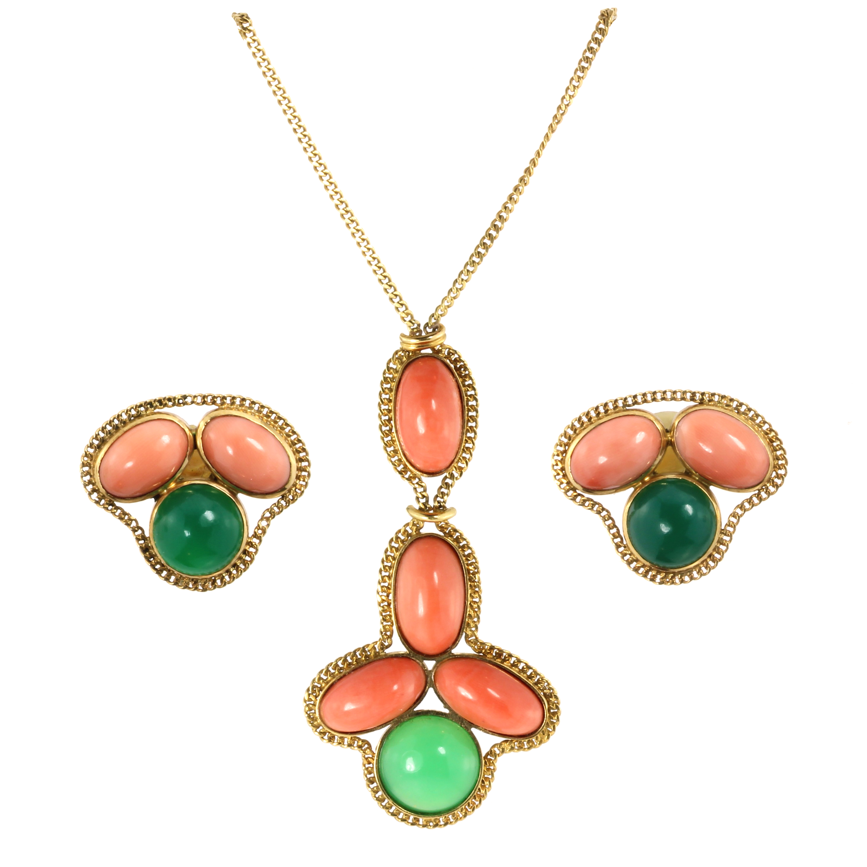 Los 7 - A CORAL AND JADEITE JADE NECKLACE AND CLIP EARRING SUITE each with cabochon coral and jade stones