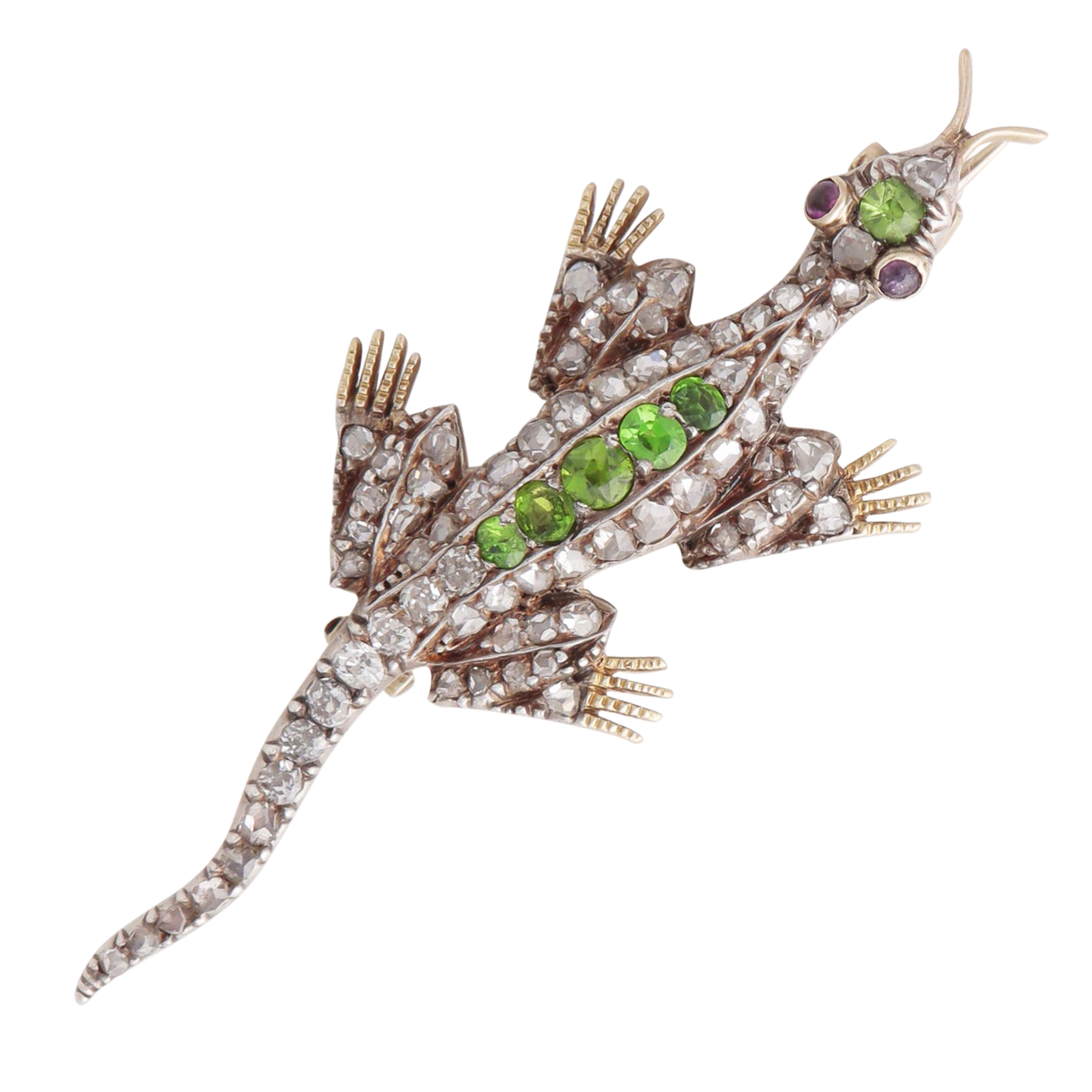 Los 48 - AN ANTIQUE DEMANTOID GARNET AND DIAMOND LIZARD BROOCH designed as a lizard, its body jewelled with a