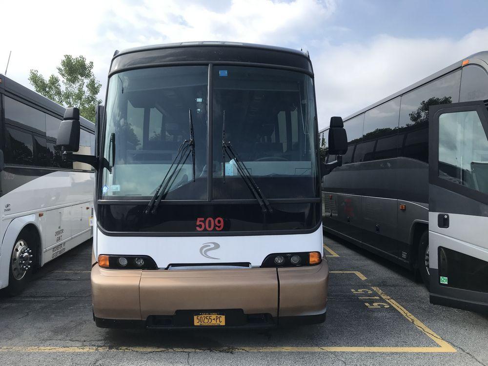 2000 MCI 102 EL3, 56 SEAT PASSENGER COACH BUS - Image 2 of 11