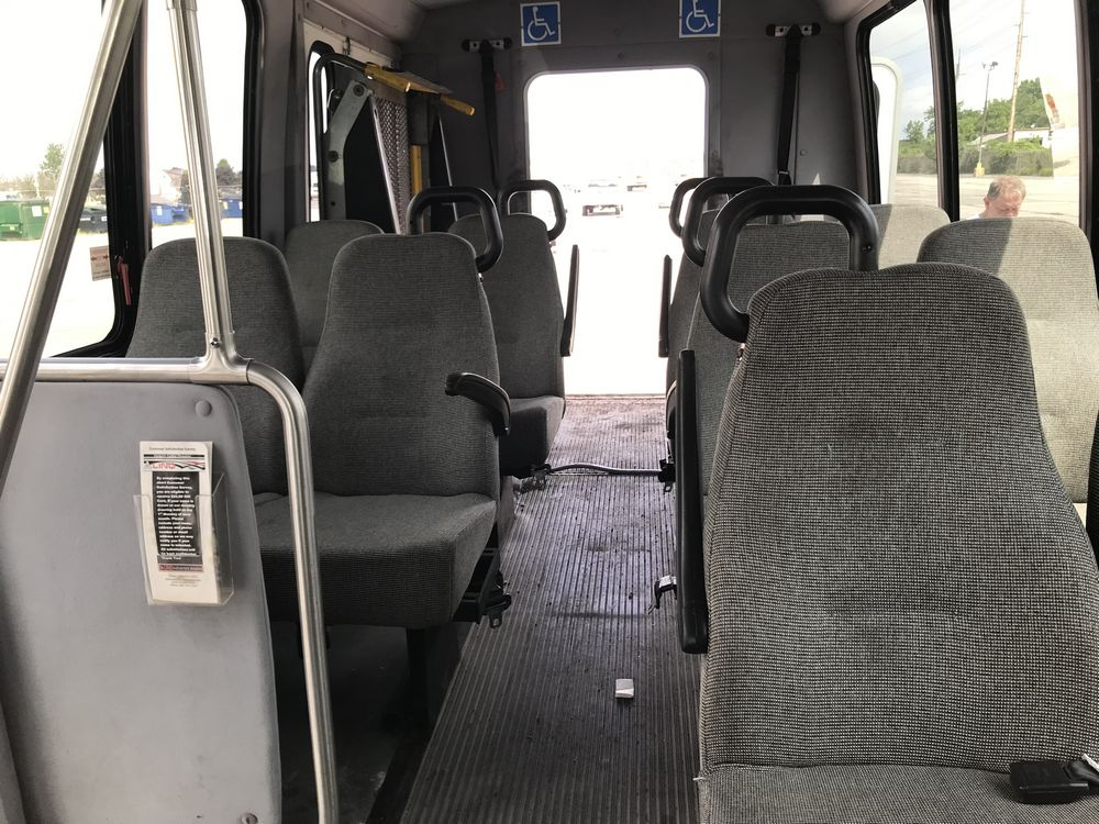 2008 FORD MODEL E350, 12 SEAT PASSENGER COACH BUS - Image 5 of 11