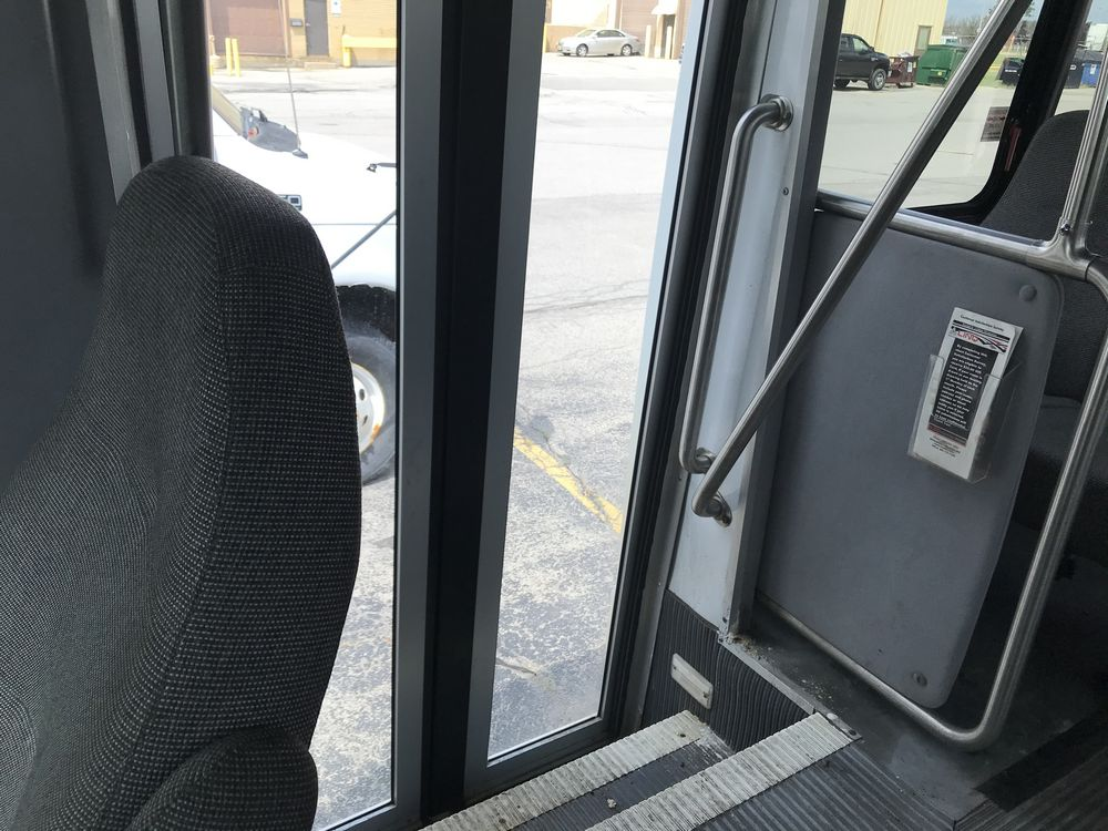 2008 FORD MODEL E350, 12 SEAT PASSENGER COACH BUS - Image 4 of 11
