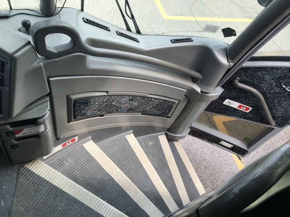 2005 MCI MODEL J4500, 56 SEAT PASSENGER COACH BUS - Image 10 of 10
