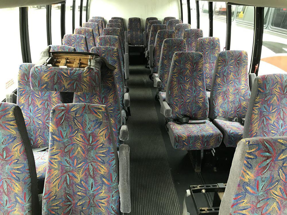 2006 CHEVROLET MODEL C5500, 33 SEAT PASSENGER COACH BUS - Image 7 of 15