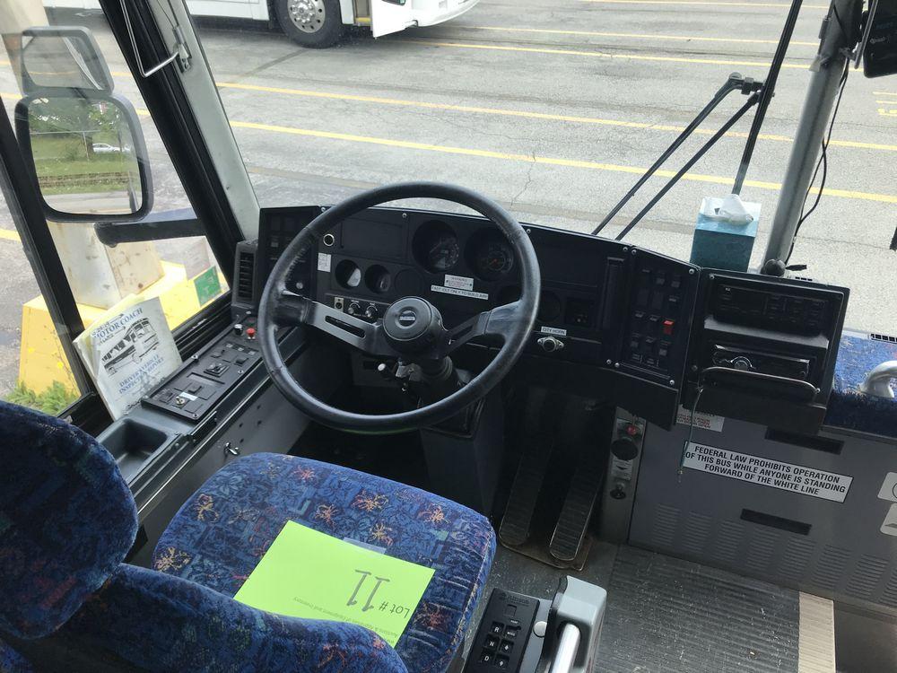 2003 MCI MODEL D4500, 55 SEAT PASSENGER COACH BUS - Image 9 of 12