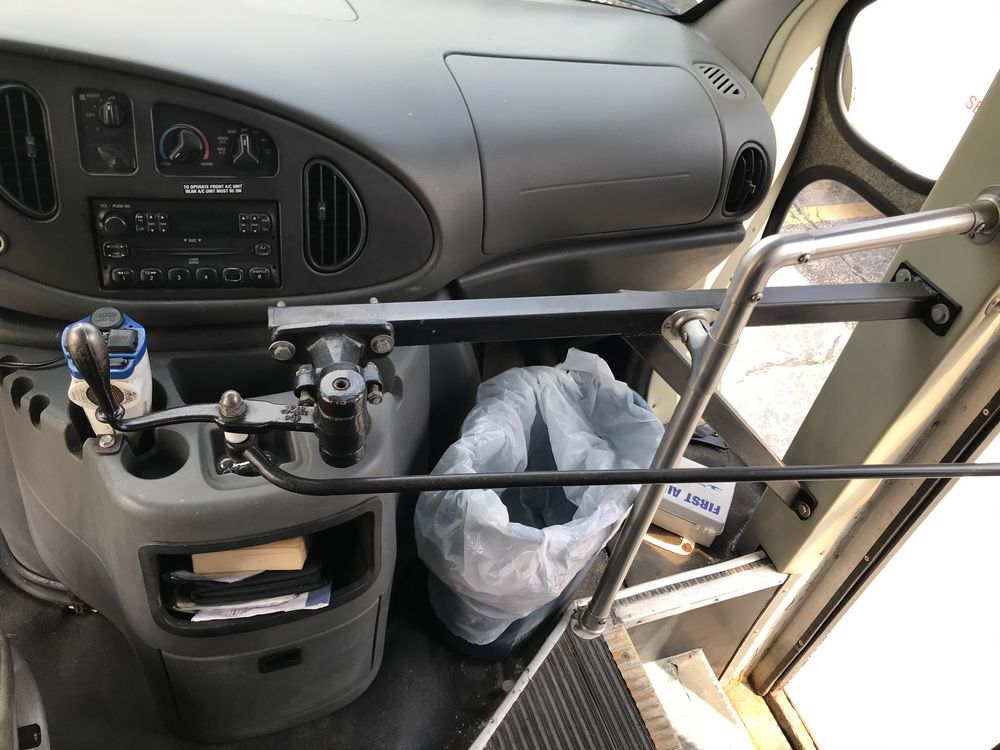 2005 FORD MODEL E450, 28 SEAT PASSENGER COACH BUS - Image 14 of 17