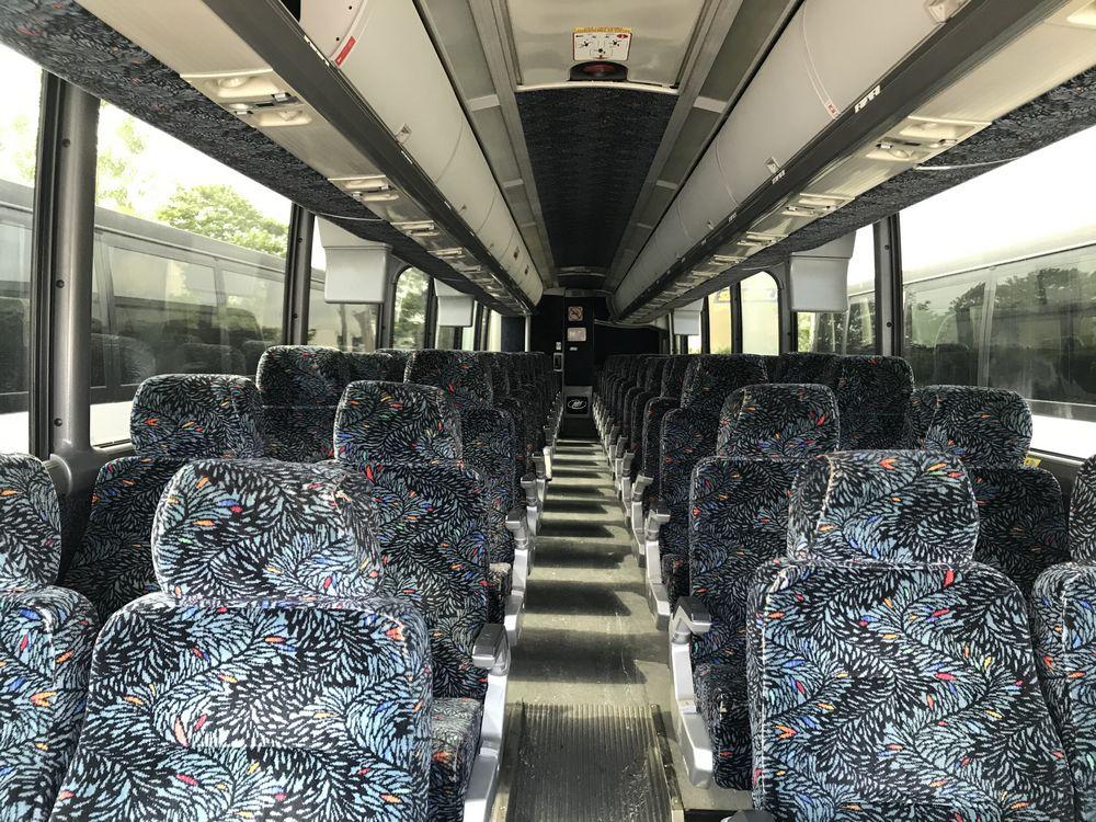 2005 MCI MODEL J4500, 56 SEAT PASSENGER COACH BUS - Image 5 of 10