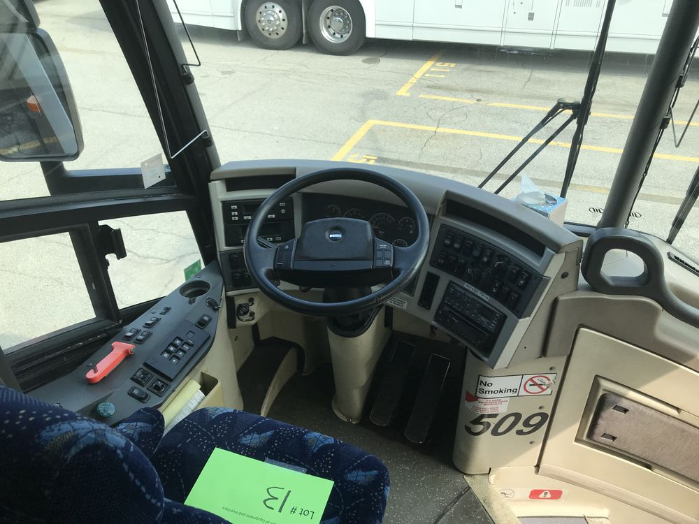 2000 MCI 102 EL3, 56 SEAT PASSENGER COACH BUS - Image 9 of 11