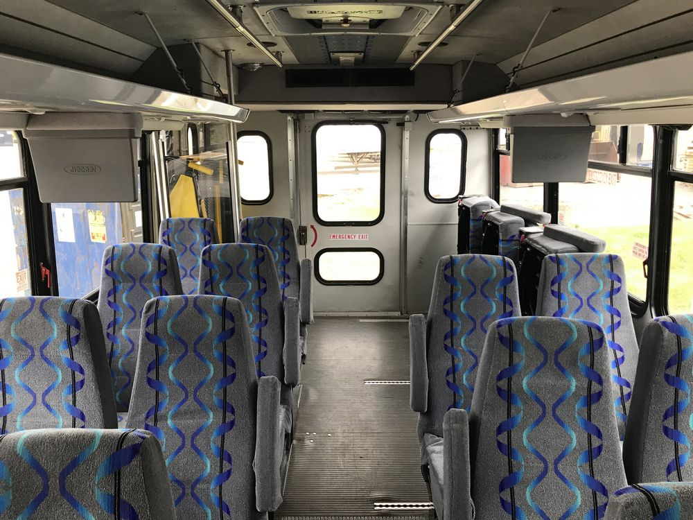 2009 FORD MODEL F650, 38 SEAT PASSENGER COACH BUS - Image 8 of 14