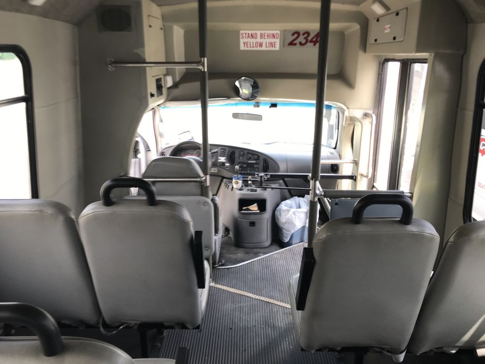 2005 FORD MODEL E450, 28 SEAT PASSENGER COACH BUS - Image 11 of 17
