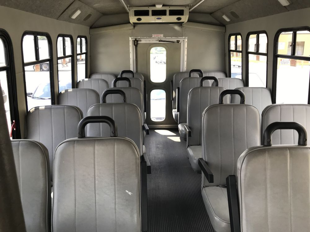 2005 FORD MODEL E450, 28 SEAT PASSENGER COACH BUS - Image 9 of 17