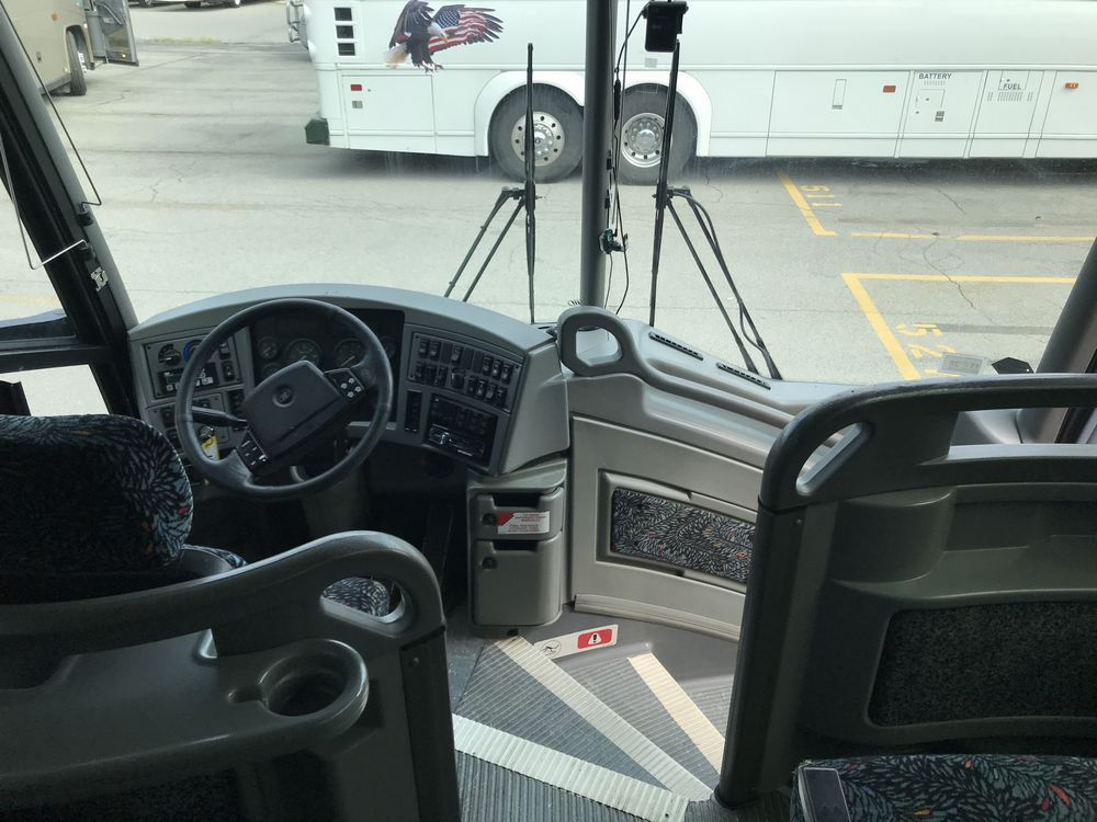 2005 MCI MODEL J4500, 56 SEAT PASSENGER COACH BUS - Image 8 of 10