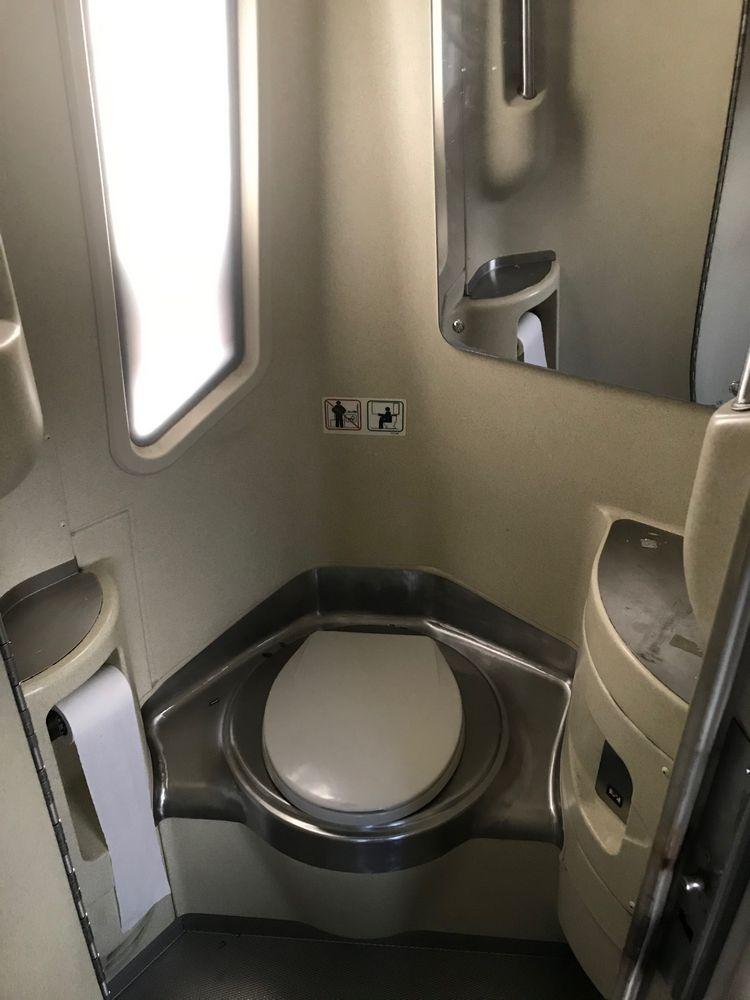 2000 MCI 102 EL3, 56 SEAT PASSENGER COACH BUS - Image 7 of 11